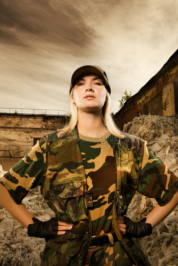 Verärgerter weiblicher Soldat lizenzfreies stockbild