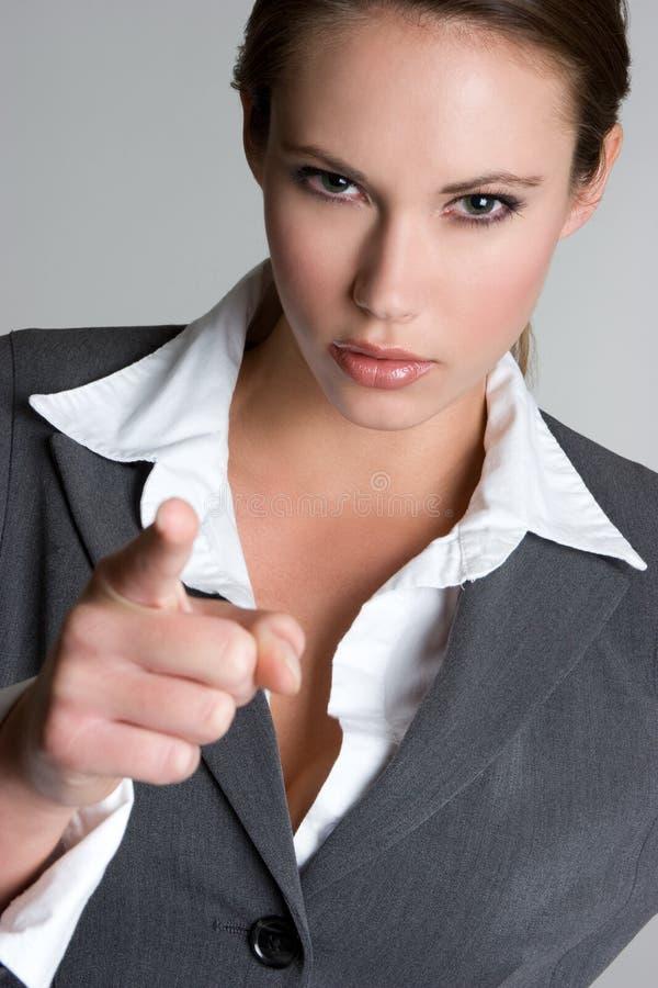 Verärgertes Geschäftsfrau-Zeigen lizenzfreie stockfotos