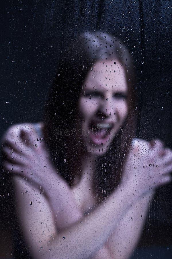 Verärgertes Mädchen mit emotionalen Problemen lizenzfreies stockfoto
