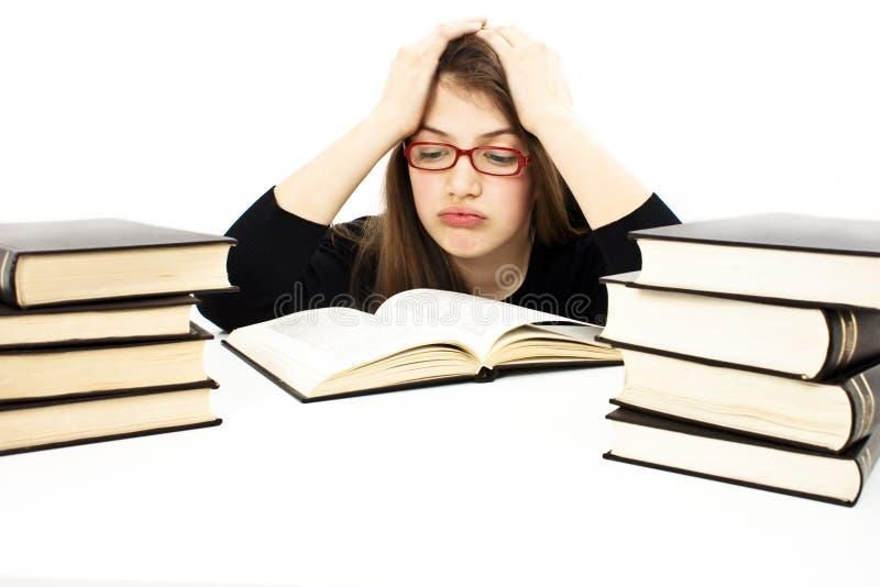 Verärgertes Schulmädchen mit Lernenschwierigkeiten lizenzfreies stockfoto