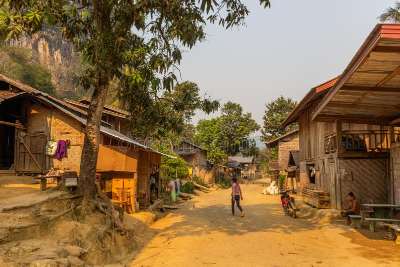 Ver landelijk etnisch dorp Laos royalty-vrije stock afbeelding