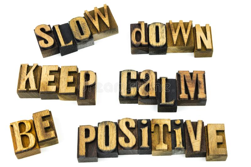 Ver*tragen kalm positief letterzetsel stock foto
