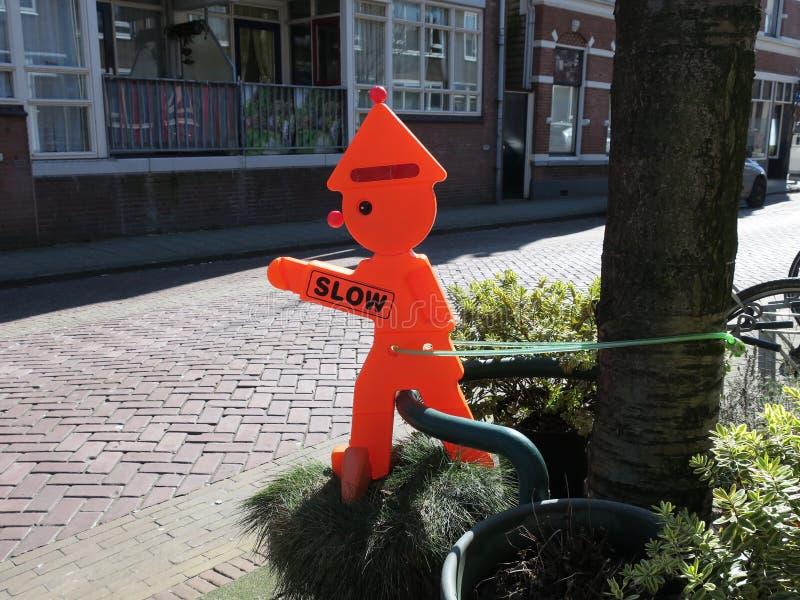 Ver*tragen, oranje verkeersteken royalty-vrije stock afbeelding