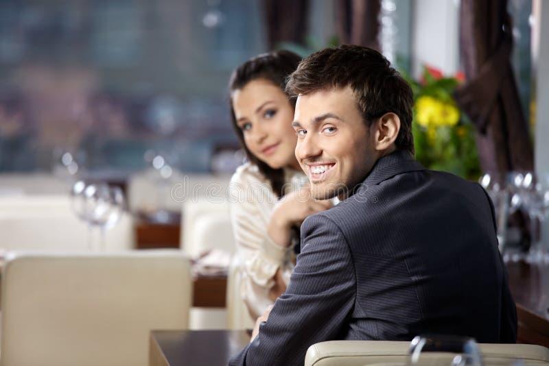 Verabredung an der Gaststätte lizenzfreie stockfotos