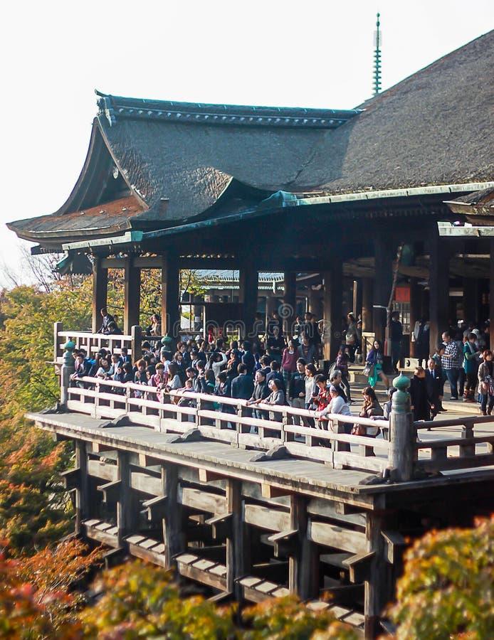 Veranda på den Kiyomizu-dera templet, Kyoto arkivfoto