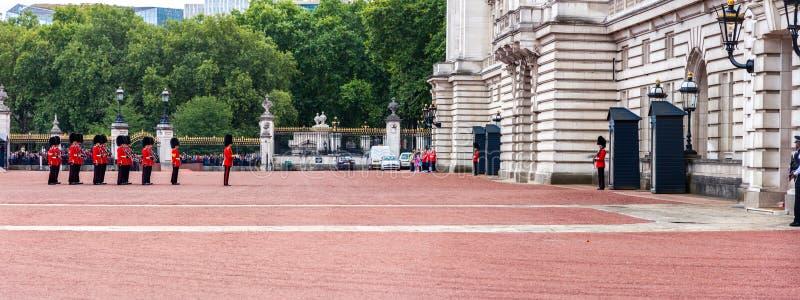 Verandering van Wacht in Buckingham Palace stock afbeeldingen
