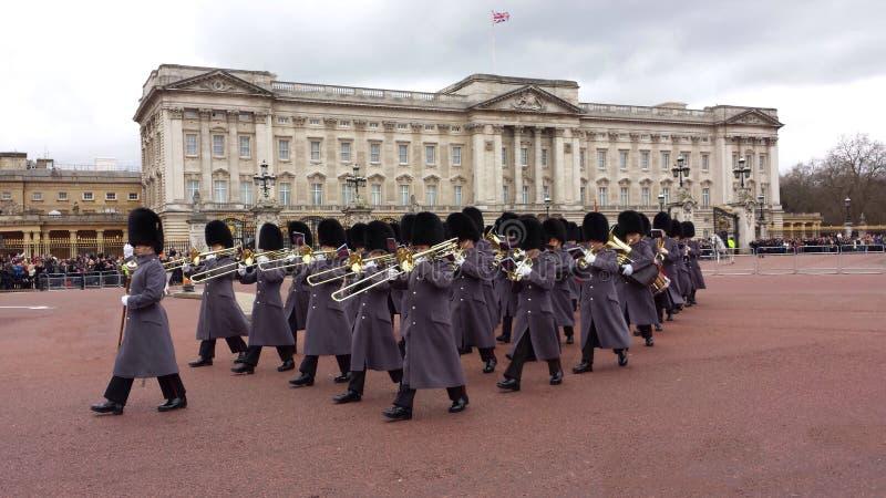 Verandering van Wacht Buckingham Palace Londen, het UK stock afbeeldingen