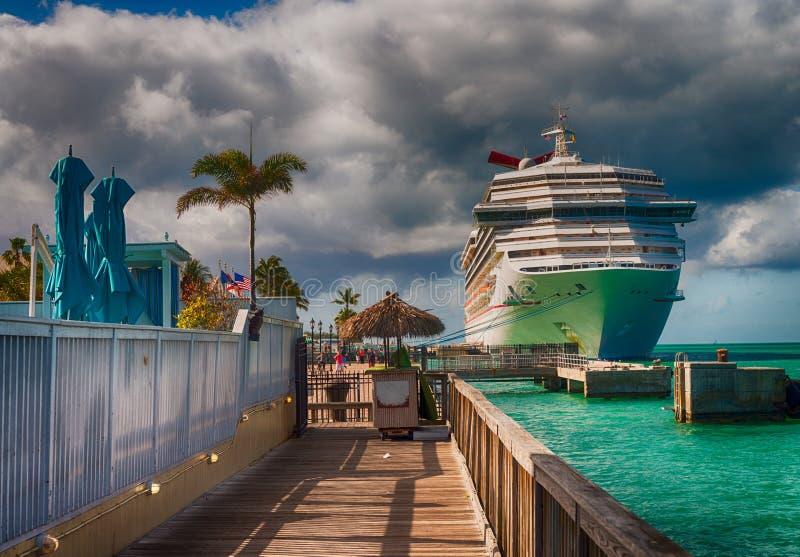 Verankerd cruiseschip in Key West, FL royalty-vrije stock foto