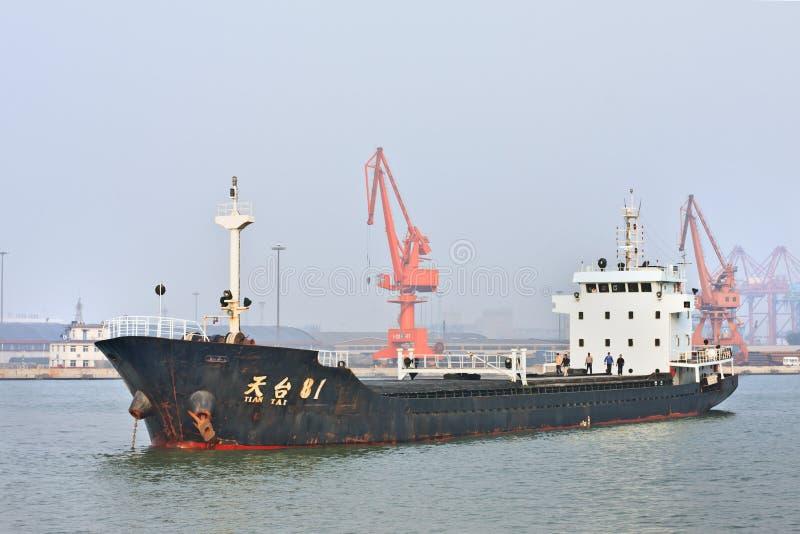 Verankerd schip in Haven van Tianjin, China royalty-vrije stock afbeeldingen