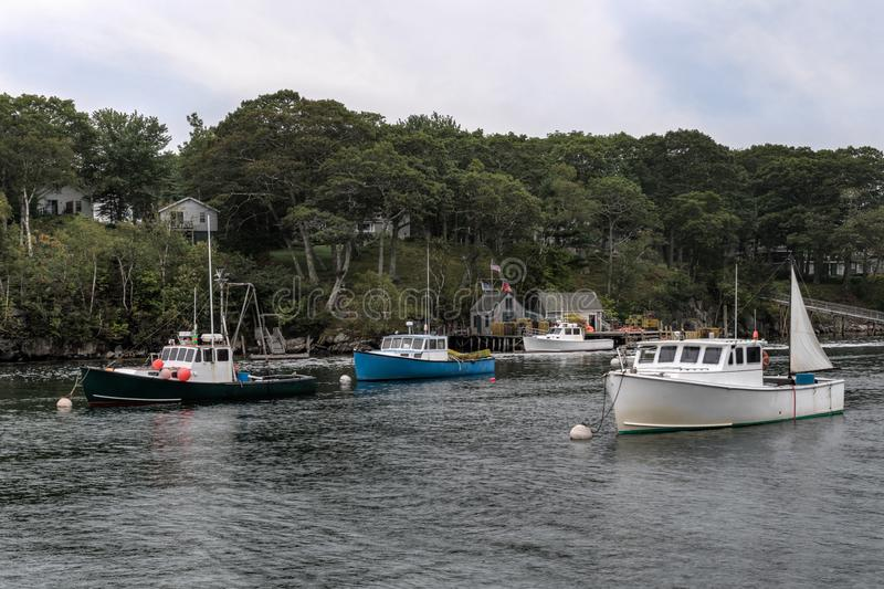Verankerde Zeekreeftboten in Nieuwe Haven, Maine royalty-vrije stock afbeeldingen