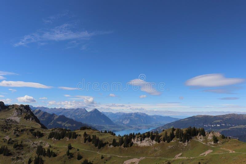 Verano alpino escénico de las montañas foto de archivo