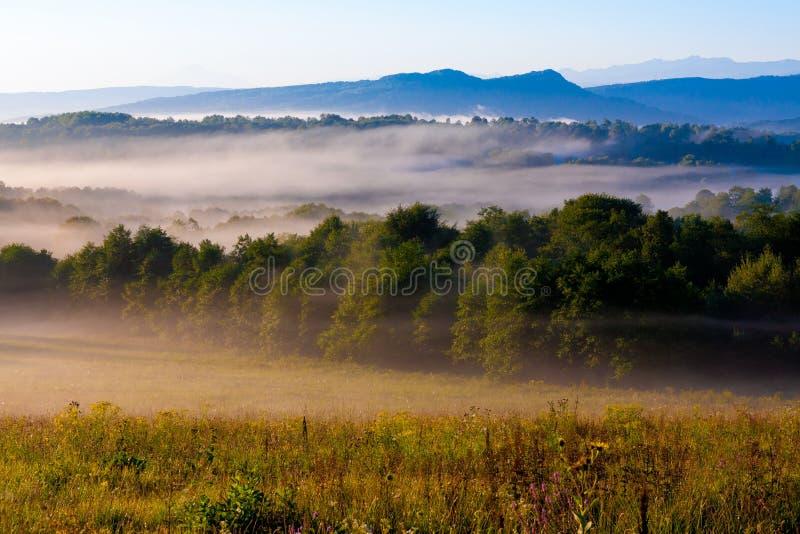 Download Verano De La Puesta Del Sol De La Montaña Foto de archivo - Imagen de libertad, caucasus: 42434562