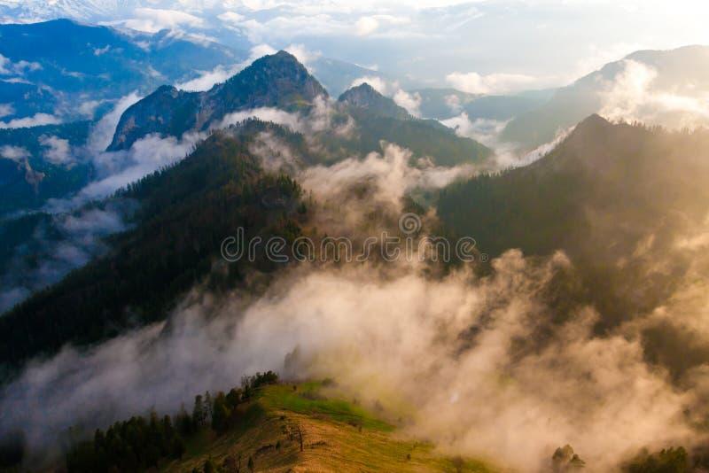 Download Verano De La Puesta Del Sol De La Montaña Imagen de archivo - Imagen de sano, helada: 42434719