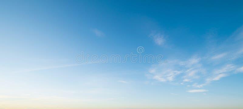Verano del día del cielo y de las nubes imagen de archivo libre de regalías