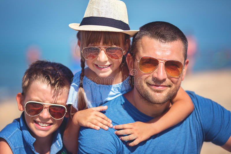 Verano, familia, concepto de las vacaciones fotografía de archivo