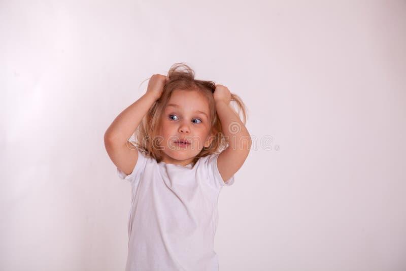 Verbaasd of verrast kindmeisje royalty-vrije stock fotografie