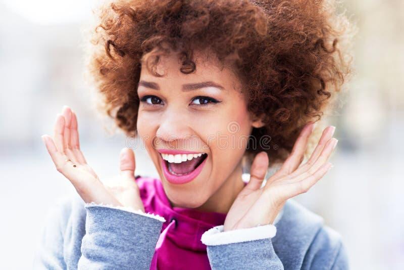Verbaasde Jonge Vrouw Stock Foto