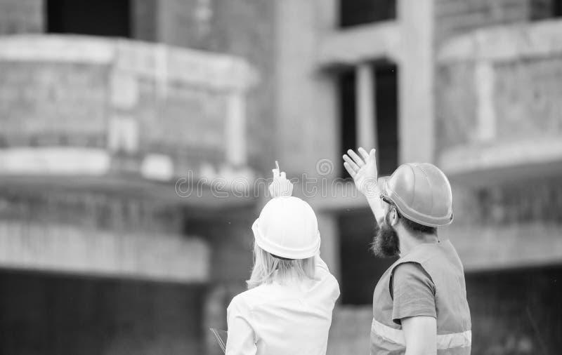 Verband tussen bouwcli?nten en deelnemersbouwnijverheid Communicatie van het bouwteam concept royalty-vrije stock foto