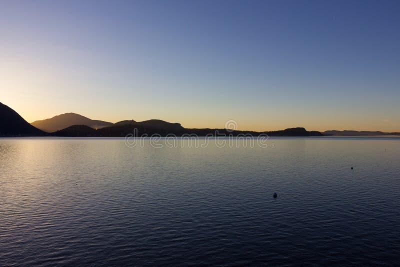 verbania di alba della costa del maggiore di lago immagine stock