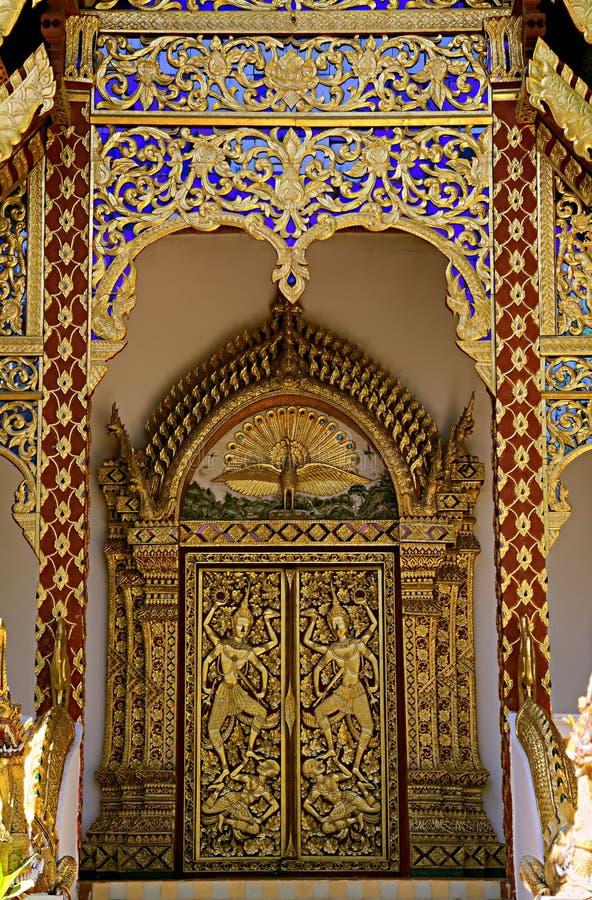 Verbazend detail van een pagode in Wat Phra That Doi Suthep stock afbeeldingen
