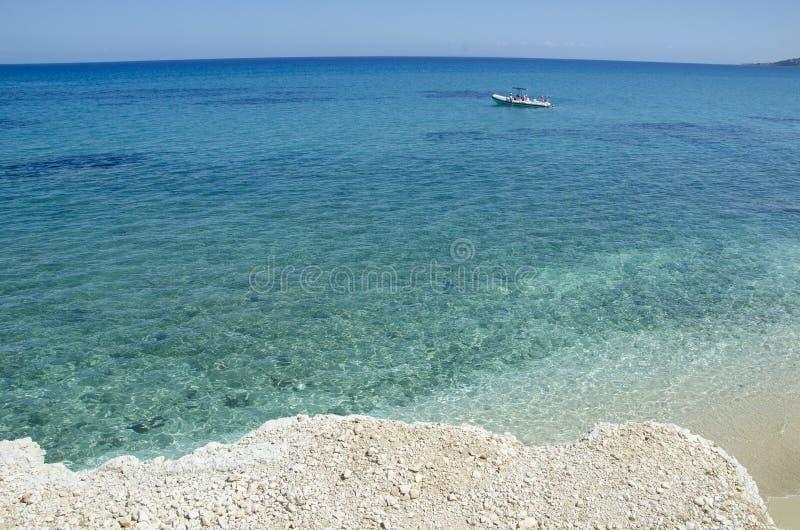Verbazend glashelder blauw turkoois water op Xigia-strand royalty-vrije stock fotografie