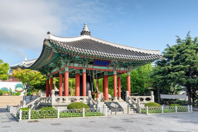 Verbazend klokpaviljoen van traditionele Koreaanse architectuur, Busan royalty-vrije stock foto