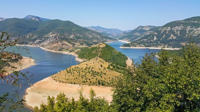 Verbazend landschap van Arda River-meander en Kardzhali-Reservoir stock afbeeldingen