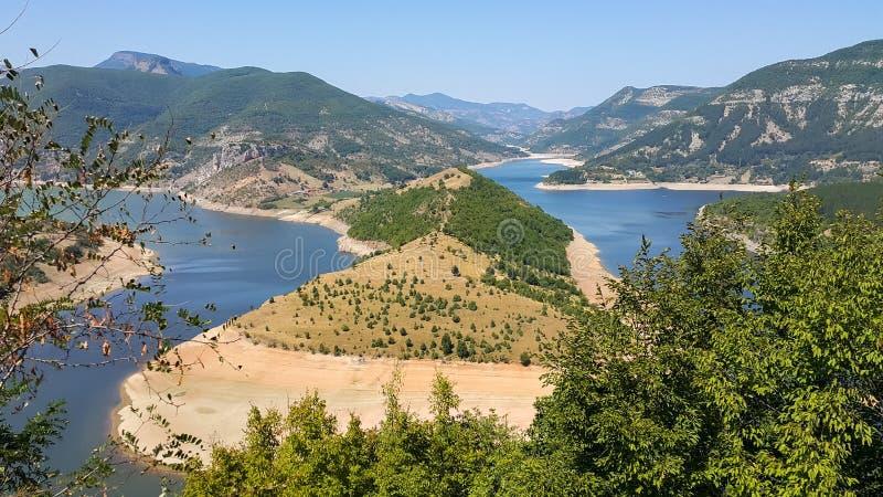 Verbazend landschap van Arda River-meander en Kardzhali-Reservoir stock afbeelding