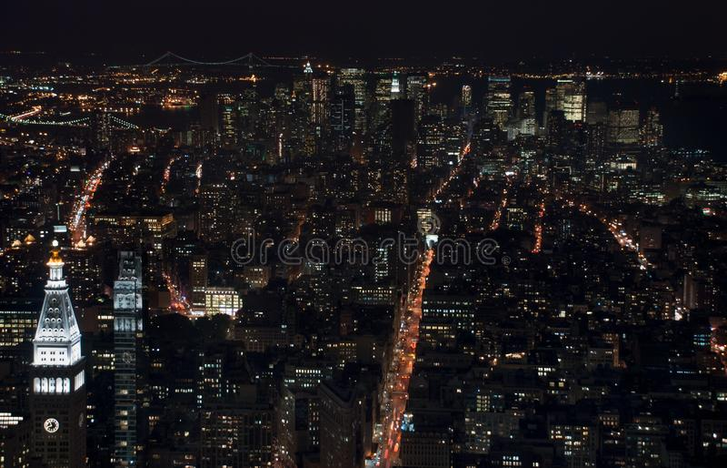 Verbazend NYC-nachtsatellietbeeld Het district van Manhattan royalty-vrije stock foto's