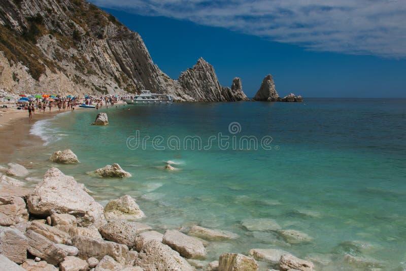 Verbazend strand in het gebied van Marche, Adriatische overzees royalty-vrije stock fotografie