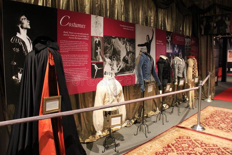 Verbazend tentoongesteld voorwerp met uitstekende kostuums en chronologie van de danser Rudolf Nureyev, Nationaal Dansmuseum, Sar stock foto
