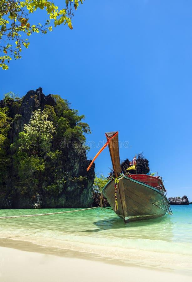 Verbazend tropisch strand bij het eiland van Hong stock afbeelding