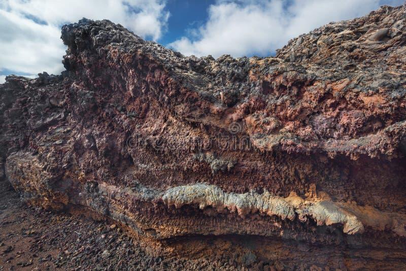 Verbazend vulkanisch landschap Geologisch lavadetail in het nationale park van Timanfaya, Lanzarote, Canarische Eilanden, Spanje royalty-vrije stock afbeeldingen