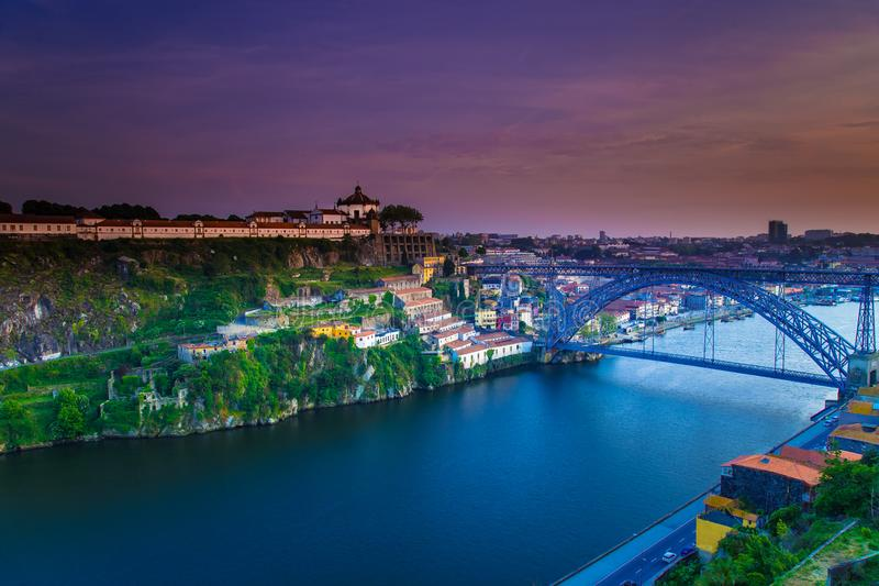 Verbazende Cityscape van Porto zonsondergang Portugal royalty-vrije stock foto's