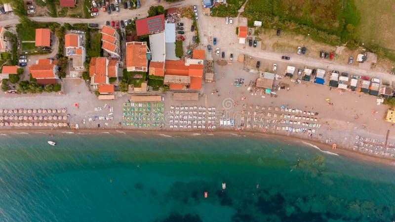 Verbazende daling onderaan mening van een strandtoevlucht royalty-vrije stock foto