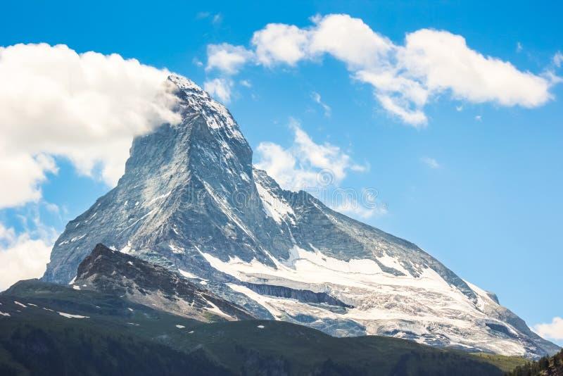 Verbazende die mening van Matterhorn-berg, Zwitserland van Zermatt in zomer wordt gefotografeerd Zwitserse Alpen Panoramische men stock fotografie
