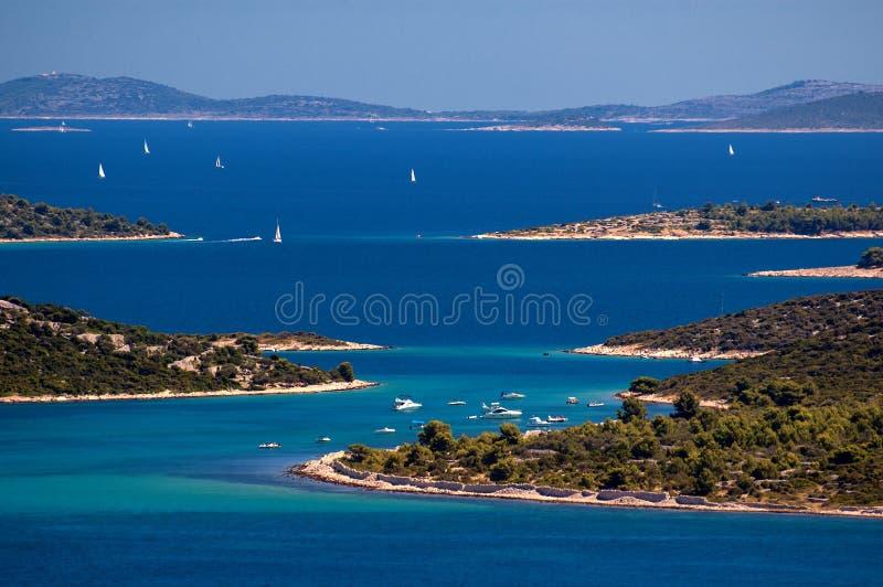 Verbazende Kornati-Eilanden Kroatië Noordelijk deel van Dalmatië Zonnig detail van zeegezicht van Zadar aan Sibenik royalty-vrije stock fotografie