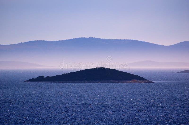 Verbazende Kornati-Eilanden Kroatië Noordelijk deel van Dalmatië Zonnig detail van zeegezicht van Zadar aan Sibenik stock foto's