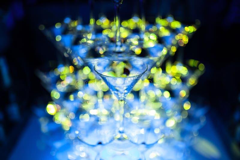 Verbazende martini-glazenpiramide voor alcohol; royalty-vrije stock foto