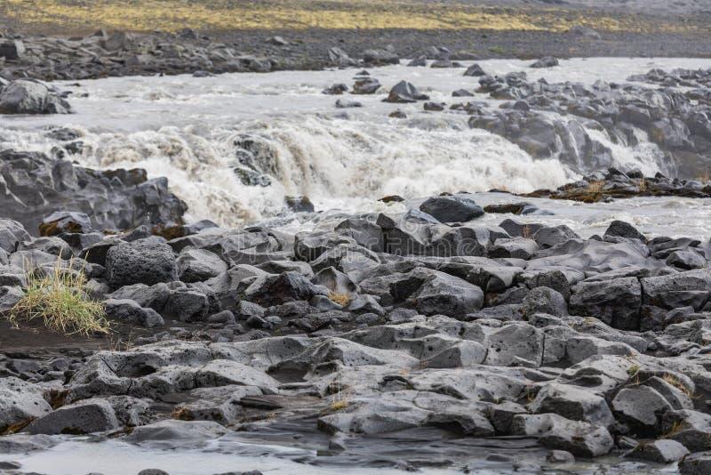 Verbazende mening aan de fantastische rivieroever van IJsland royalty-vrije stock fotografie