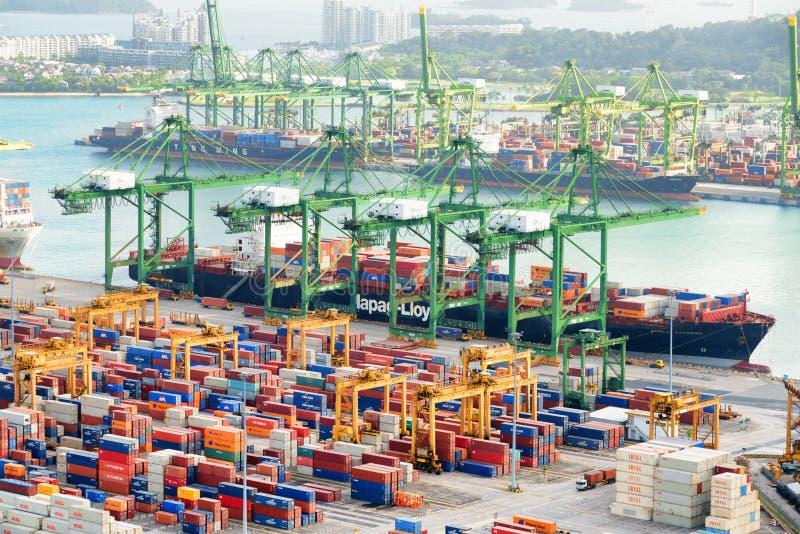 Verbazende mening van een containerterminal, de Haven van Singapore royalty-vrije stock fotografie