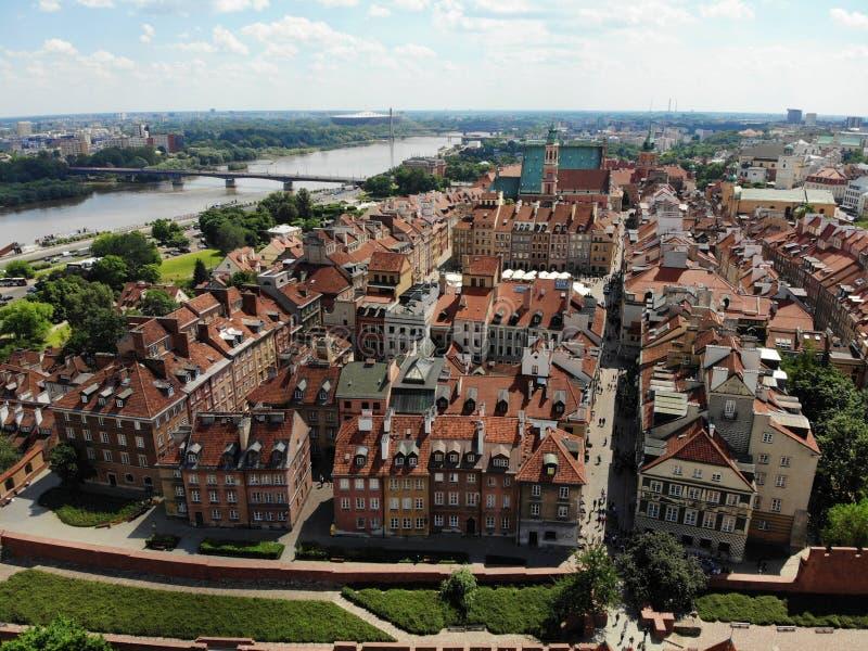 Verbazende mening van hierboven De hoofdstad van Polen Groot Warshau stadscentrum en surrondings Luchtdiefoto door hommel wordt g stock foto's