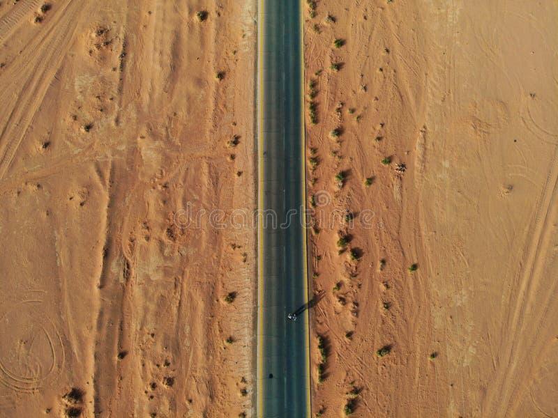 Verbazende mening van hierboven over de reusachtige, rode, hete en zeer mooie woestijn Wadi Rum Koninkrijk van Jordanië, Arabisch stock fotografie