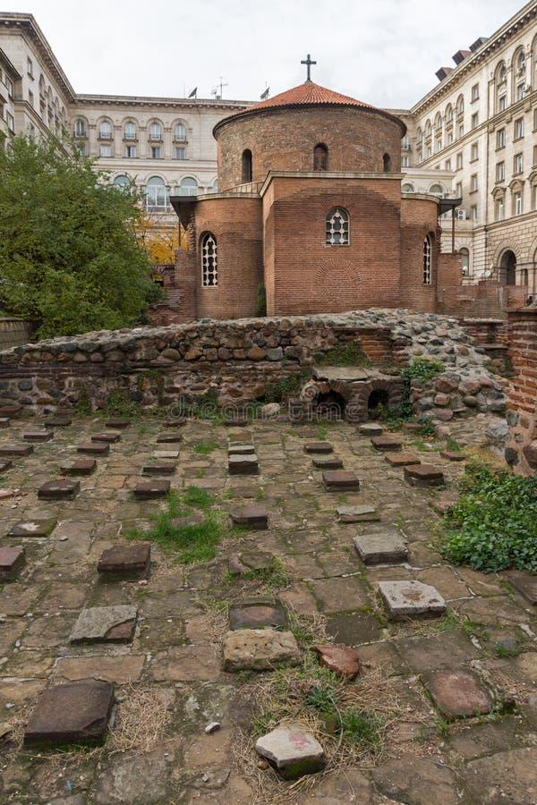 Verbazende mening van Kerk St George Rotunda in Sofia, Bulgarije royalty-vrije stock foto