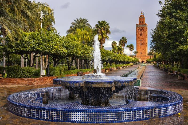 Verbazende mening van Koutoubia-Moskee in Marrakech in Marokko stock foto