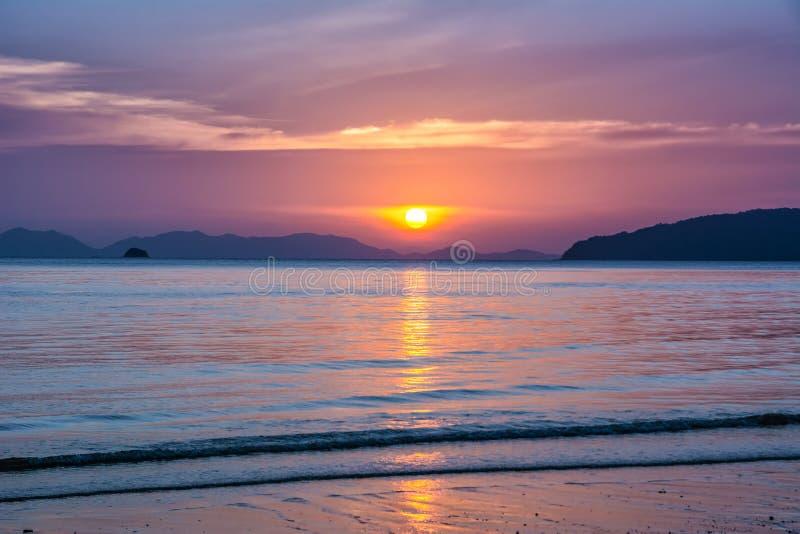 Verbazende mening van mooi strand Plaats: Krabi, Thailand, Andaman-Overzees Artistiek beeld Karpatisch, de Oekraïne, Europa royalty-vrije stock afbeelding