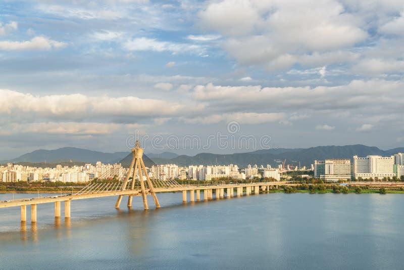 Verbazende mening van Olympische Brug over Han River, Seoel royalty-vrije stock foto