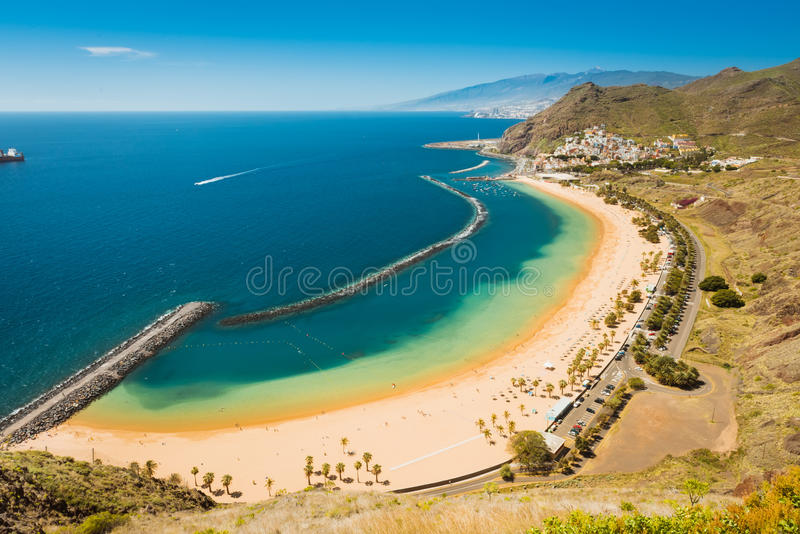 Verbazende mening van strand las Teresitas Tenerife stock fotografie