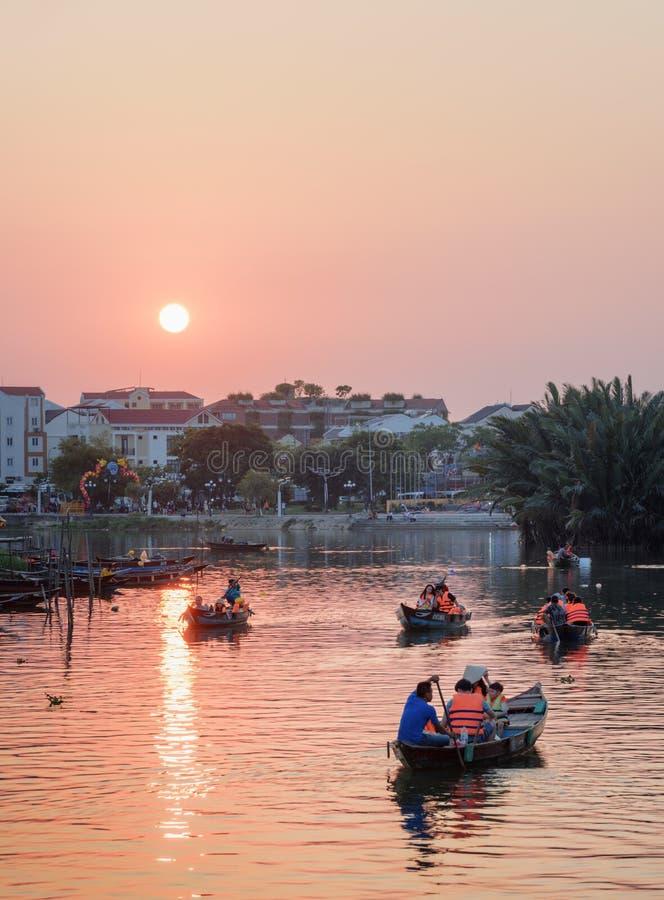 Verbazende mening van Thu Bon River bij zonsondergang, Vietnam stock fotografie