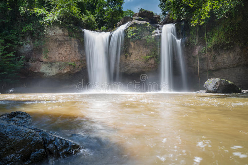 Verbazende mooie watervallen in het Nationale Park van Khao Yai, Thailand royalty-vrije stock fotografie